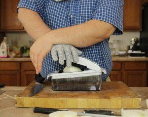 testing-onion-chopping-with-Fullstar-Master-chopper-lid