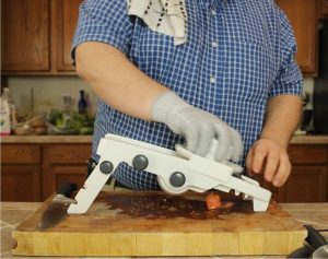 testing-tomato-slicing-with-Mueller-Mandoline
