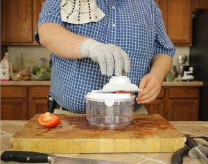 testing-tomato-slicing-with-Ultra-Chef-Express-Food-Chopper-using-Mandoline-lid