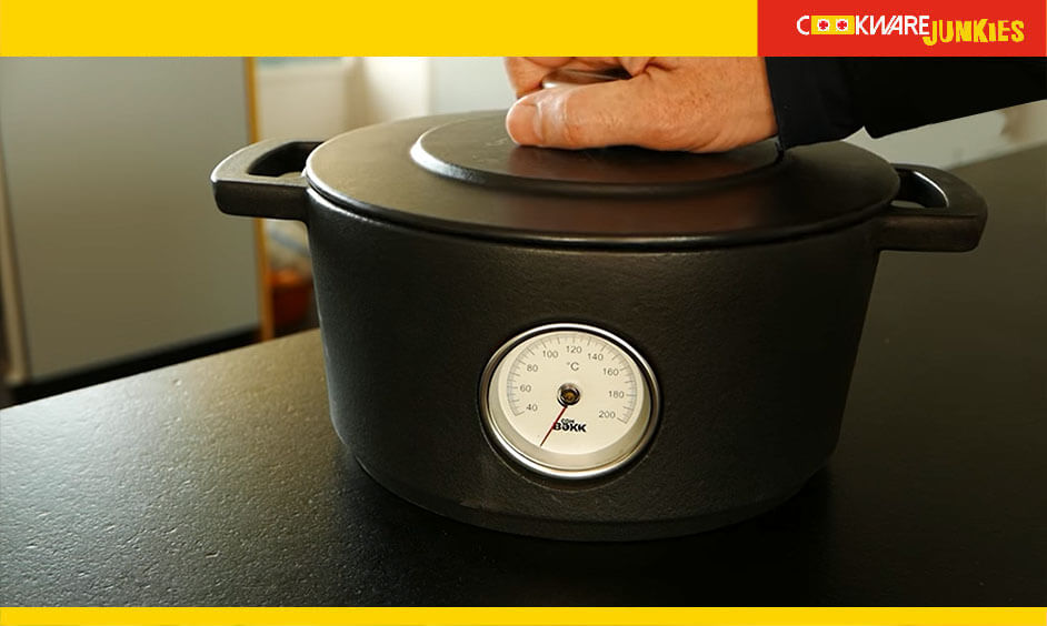 Dutch oven with thermometer